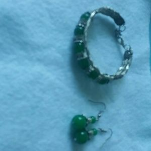 Emerald green color gemstone set